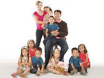 Kate Gosselin with her 8 children and Jon