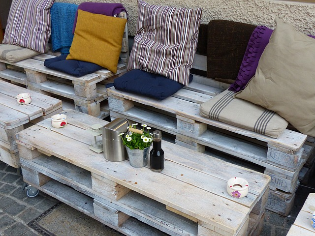 Unique and Inexpensive Pallet Furniture Ideas